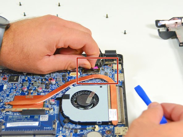 Image 1/3: Trennen Sie dann das Verbindungskabel vom zweiten Stecker.