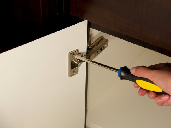 Image 2/3: Remove the cabinet door from the hinge.