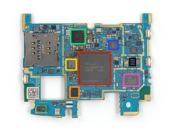 Image 1/1: The Quad-core, 2.26 GHz Snapdragon 800 SoC is layered beneath the RAM