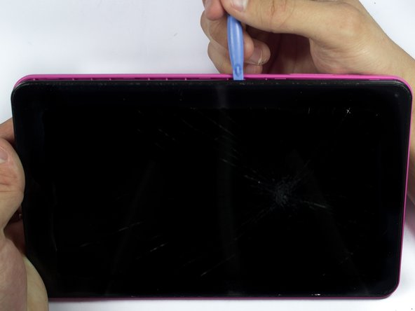 Use caution when prying around the tablet ports so they do not crack.