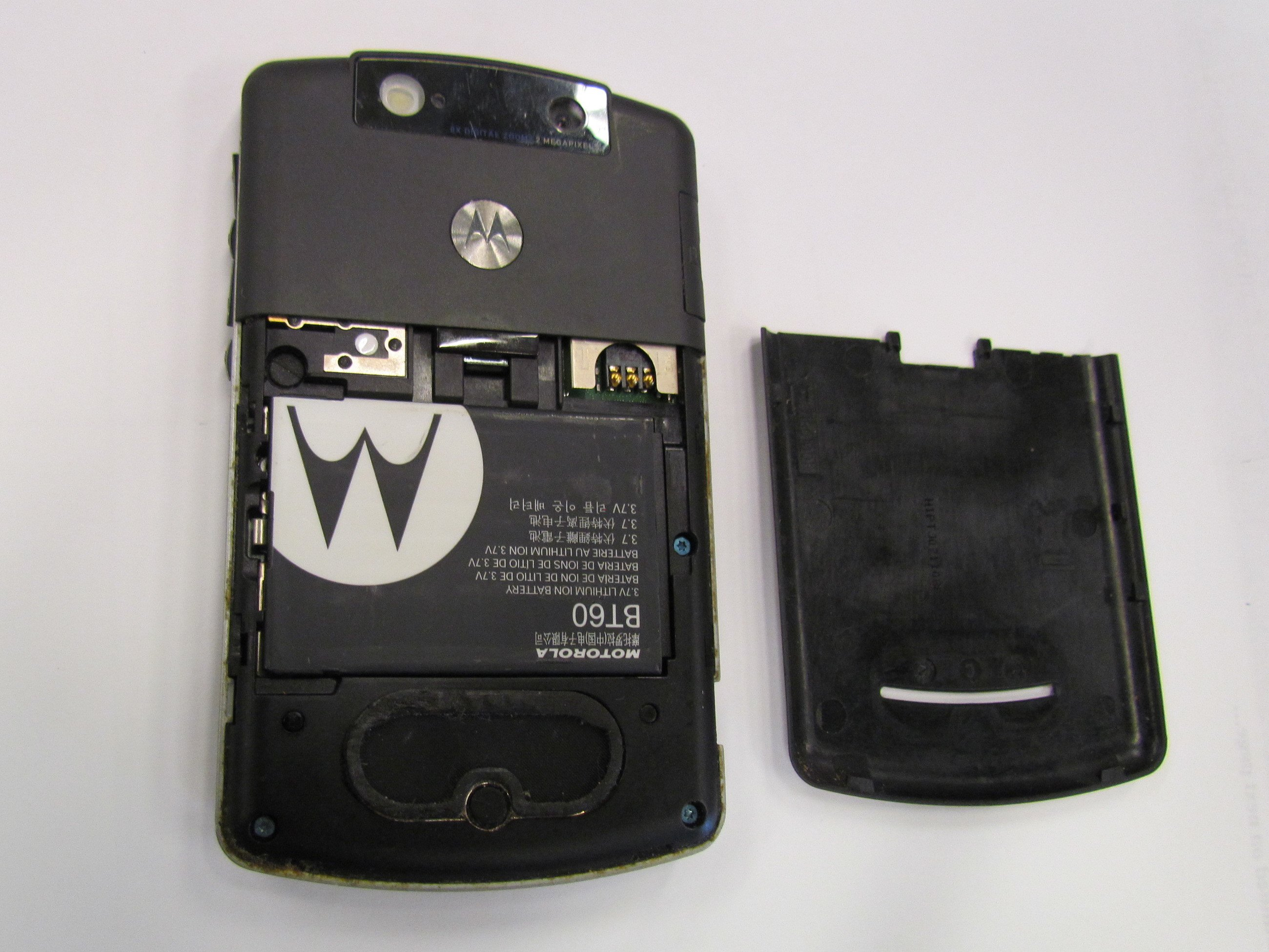 Motorola q global battery replacement ifixit repair guide.