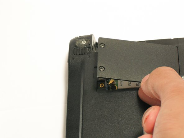 Image 1/1: Gently lift and remove the plate from the netbook.