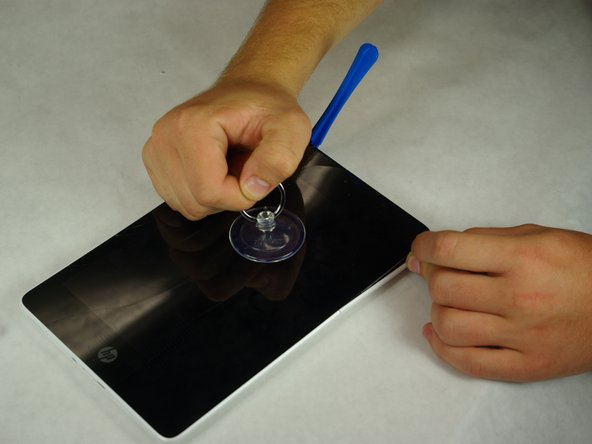 Secure the suction cup to the center of the screen.