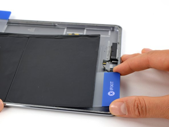 Image 2/3: If the battery begins to bend, use an iOpener to apply heat to the back of the battery and repeat the previous two steps to adequately break up the battery adhesive.
