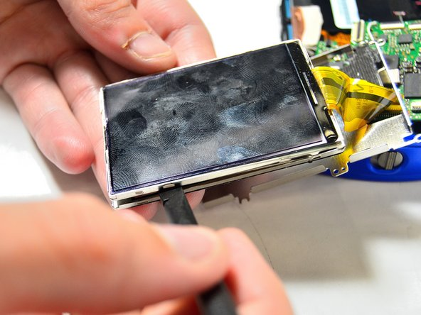 Take the spudger again and wedge it in the thinner frame to pry the LCD screen from the frame.