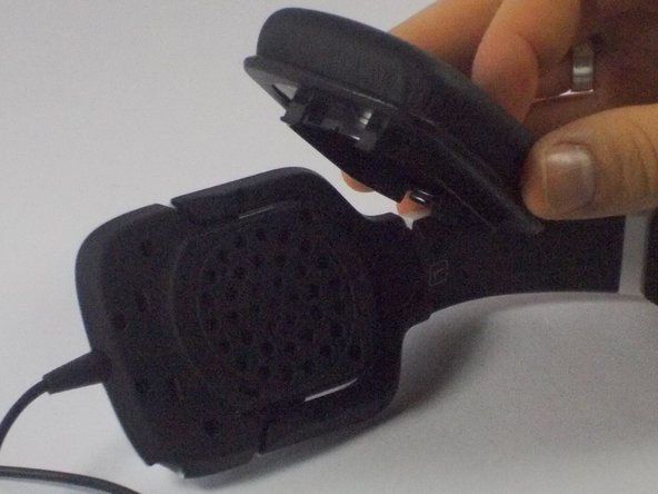 Image 2/2: Forcibly pull the ear cushion and speaker frame in opposite directions, until the right ear cushion separates from the right ear frame.