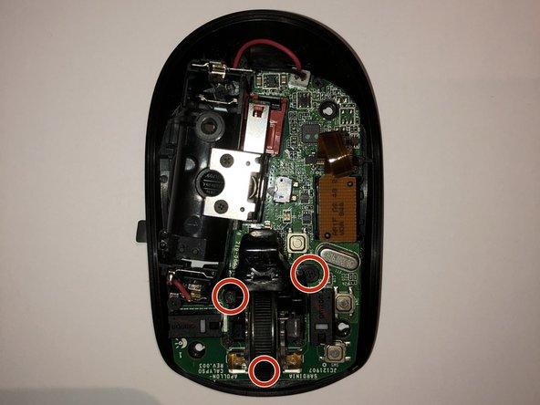 """die 3 Schrauben mit PH00 trennen und anschließend zuerst den Bügel abheben und anschließend den transparenten """"Käfig"""" mit dem Mausrad entfernen."""