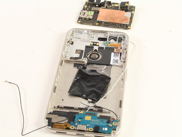 Using your fingers, lift the motherboard out of the phone.
