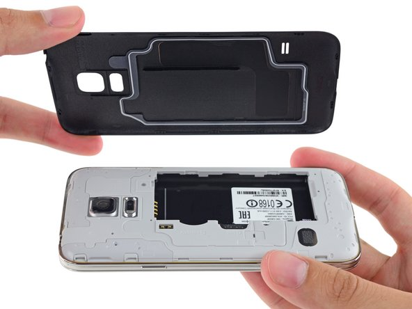 Looks like the Galaxy S5 Mini packs the same dust/water-resistant seal found in the Galaxy S5.