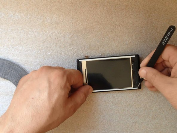 Image 1/3: Be careful not to cover the holes (for the speaker, menu buttons etc.). Install the Touchscreen.