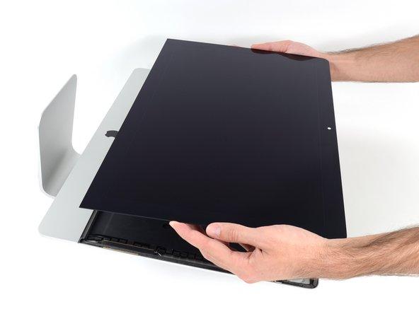 Sei vorsichtig bei der Handhabung des Display. Es ist groß, schwer und aus Glas.