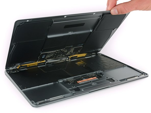 Removing some Pentalobe screws allows us to get a peek at this MacBook's internals.