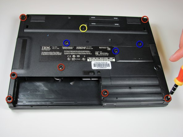 Disassembling IBM ThinkPad 560z Upper Case