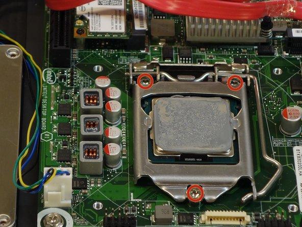 A l'aide du tournevis Phillips #2, dévissez les 3 vis du bâti de positionnement du processeur (CPU).