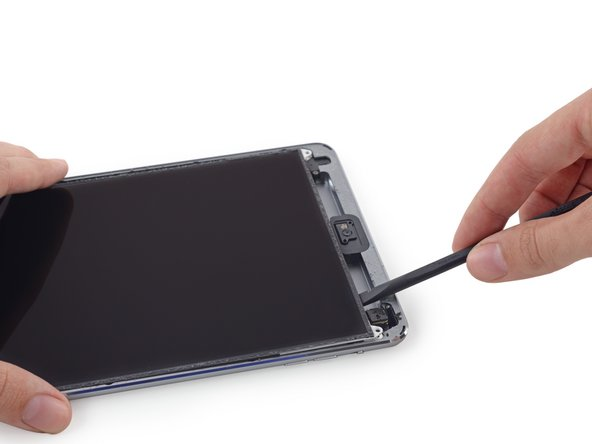 Image 1/3: Insert the spudger between the LCD and LCD shield plate and slide it to the far edge of the iPad.