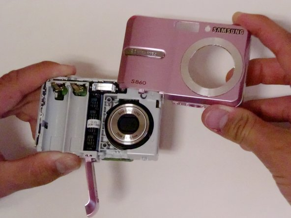 Image 3/3: There are also clips on the lens' side as well, so do not be afraid to use force.