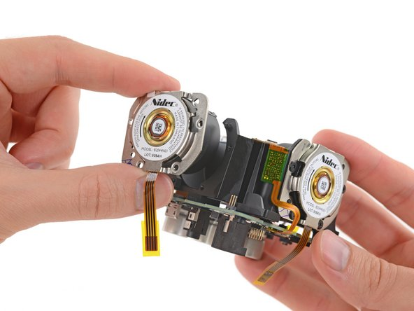 Image 1/2: [http://www.nidec.com/en-Global/|Nidec |new_window=true] may not be a household name, but we've seen their DC motors before powering fans in the [https://www.ifixit.com/Teardown/Xbox+One+Kinect+Teardown/19725#s55254|Xbox One Kinect|new_window=true], as well as the [https://www.ifixit.com/Teardown/Mac+Pro+Late+2013+Teardown/20778#s56814|new_window=true|Mac Pro Late 2013]. These particular motors read: B2044N01.