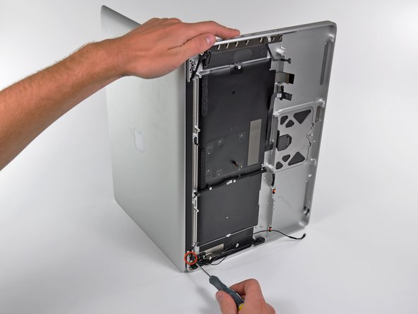 Image 1/1: Be sure to hold the display and upper case together with your left hand. Failure to do so may cause the freed display/upper case to fall, potentially damaging each component.