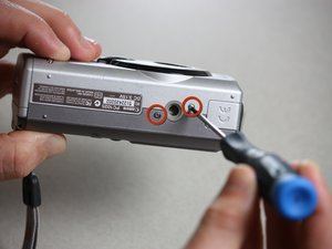 Disassembling the Canon PowerShot A200 Case