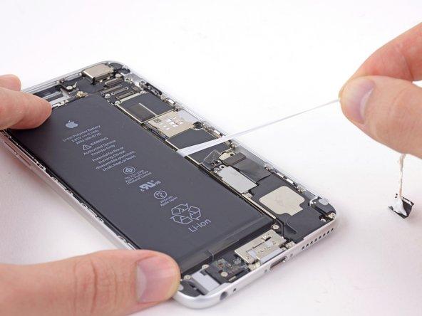 接着タブがバッテリーコネクターに掛からないようにご注意ください。切断する原因になります。