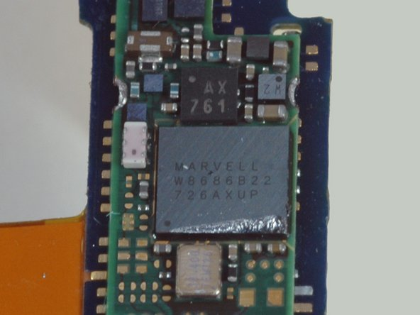 This is a Marvell W8686B22. The Marvell W8686 family is a 802.11a/b/g WLAN system-on-chip. The iPhone has a W8686B13, which is likely a very similar part.