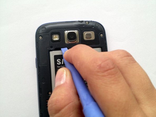 Image 1/1: Take out the battery. There are no cables attached.