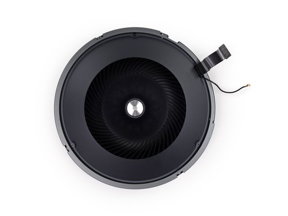 Image 3/3: [http://www.youtube.com/watch?v=sqcLjcSloXs|There can only be one] fan. The Mac Pro is vented by a single fan, which pulls air from under the case, through the core, and out the top of the case.