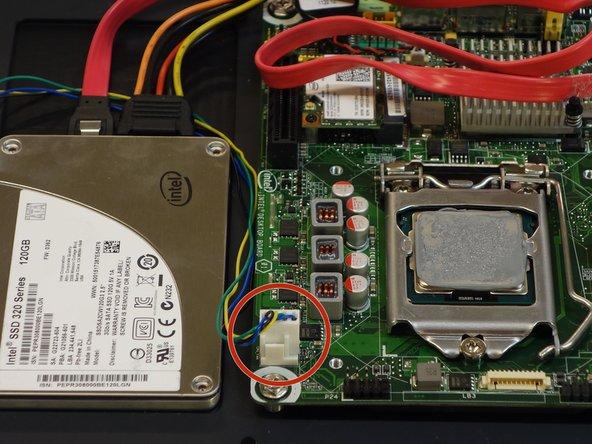 Retirer la prise du connecteur d'alimentation du ventilateur.