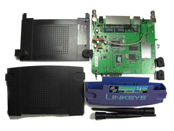 Removing the router's rear case is the same as removing the motherboard, since the two parts are attached to each other.