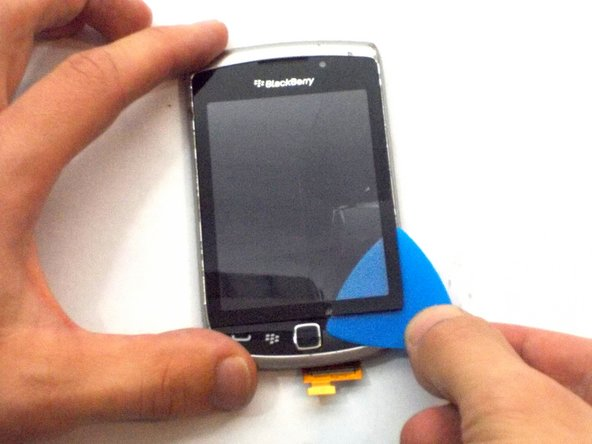 Image 1/2: Separate the digitizer from its screen