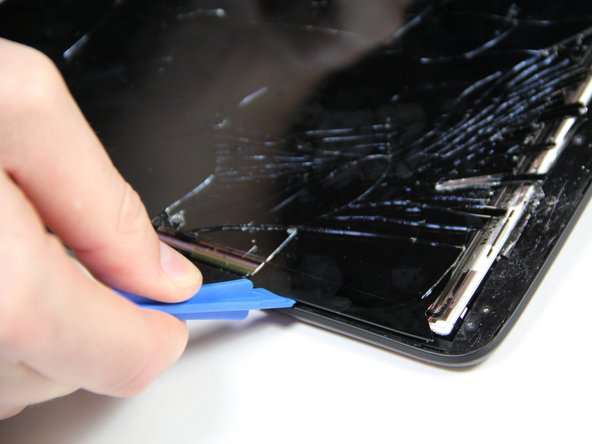 Once the screen starts to detach from the device, insert the plastic opening tool into the gap and begin to pry the screen.