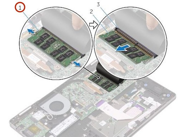 Use las yemas de sus dedos para separar cuidadosamente los clips de seguridad en cada extremo de la ranura del módulo de memoria hasta que el módulo de memoria salga.