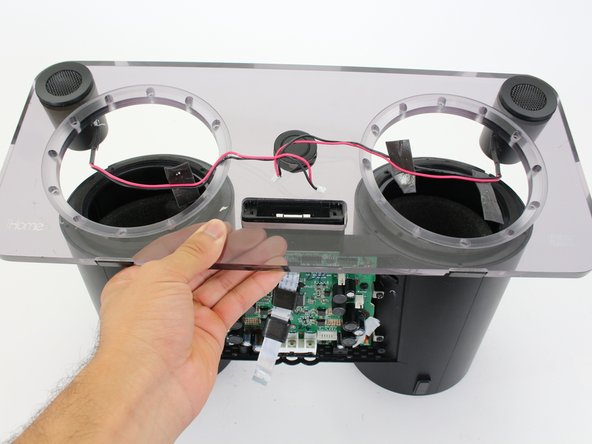The 30-pin connector may not fit through the hole in the center of the faceplate. If this is the case, push the 30-pin connector into the dock housing before trying to remove the faceplate.