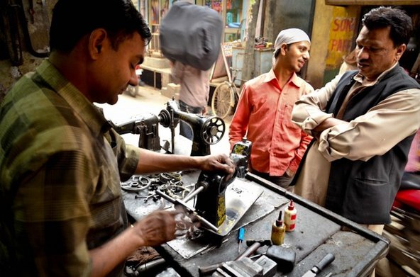 Sewing machine repair in Seelampur