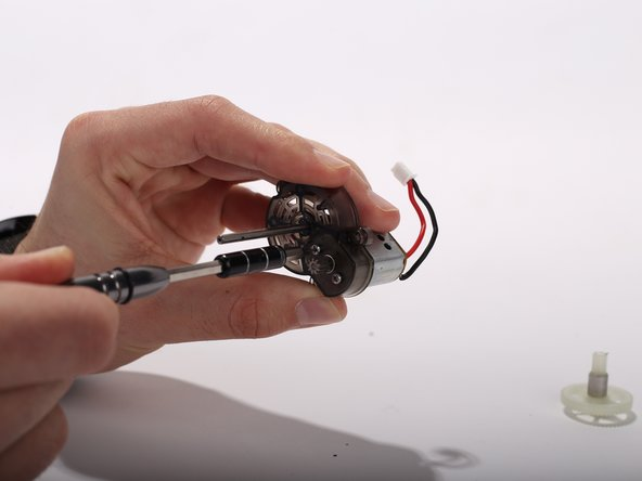 Image 2/2: Separate the motor from the plastic motor holder.