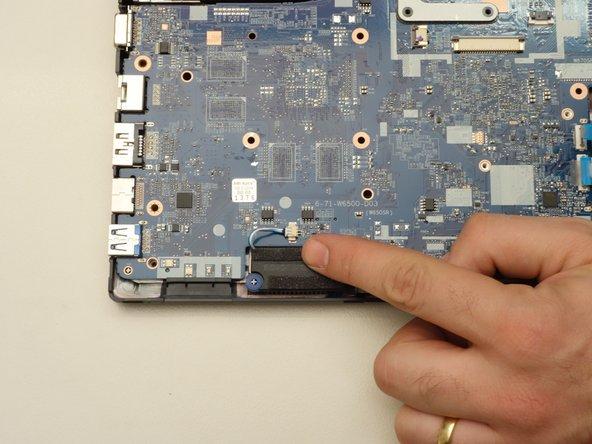 Repérez le connecteur de la carte mère comme indiqué dans la première image de cette étape.