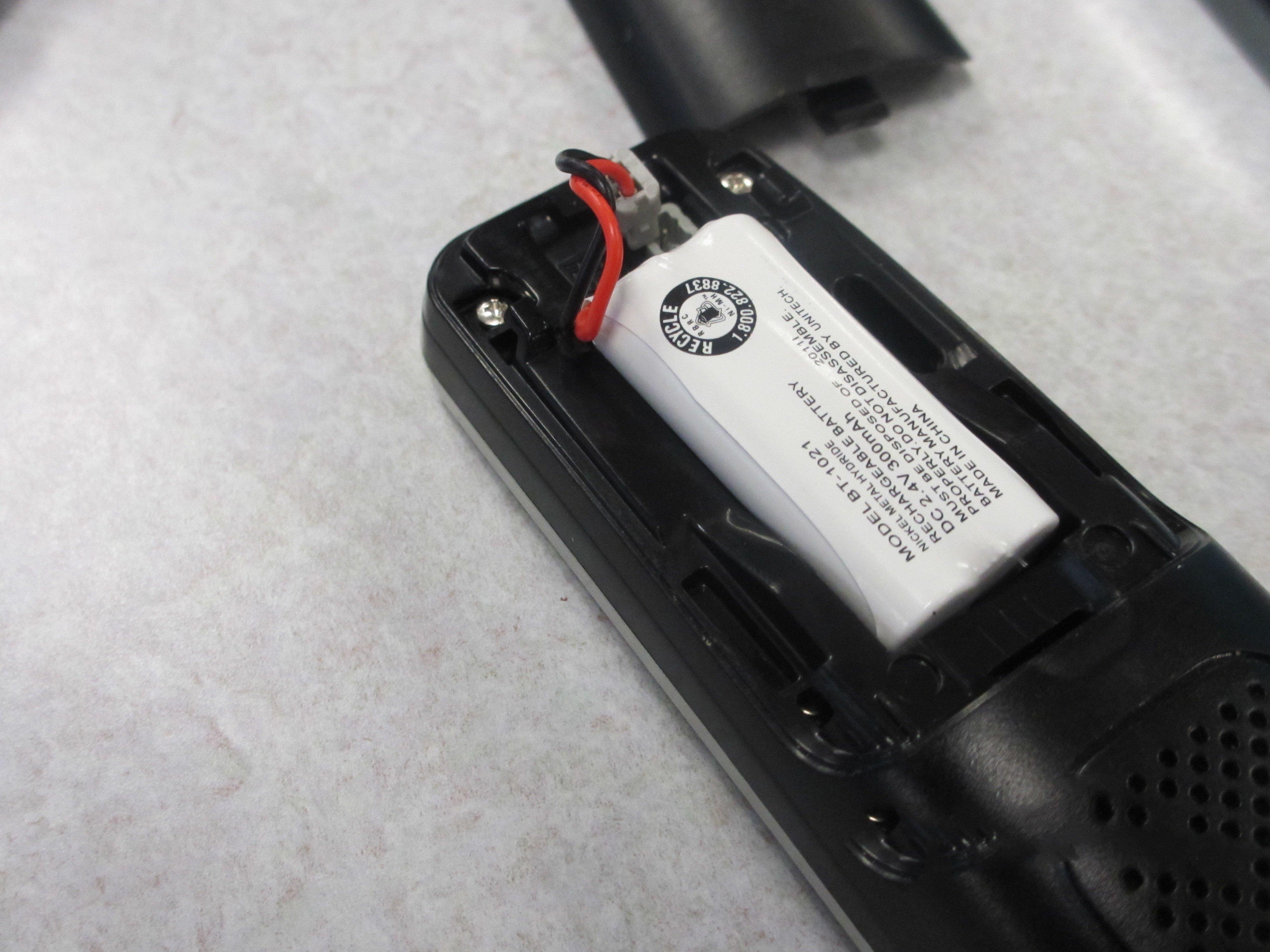 uniden d1688 handheld replacement ifixit repair guide rh fr ifixit com Uniden D 1688 2 Manual Uniden- DECT 6.0 Cordless Phones