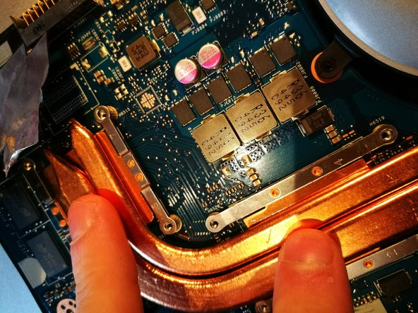 Pull back the cooling unit, and gently move it with two fingers, so the cooling paste wil divide better.