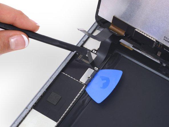 切断在连接线下方其余两个线缆。