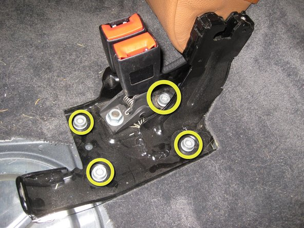 Remove the seatback bracket.
