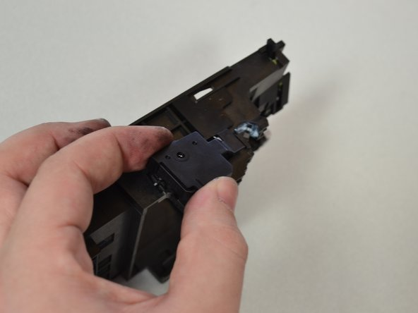 Remove the screw (T6 6mm) on the side of the carrier by turning the screwdriver counterclockwise.