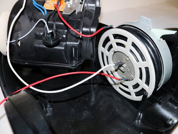 Unscrew the screw on the spool.