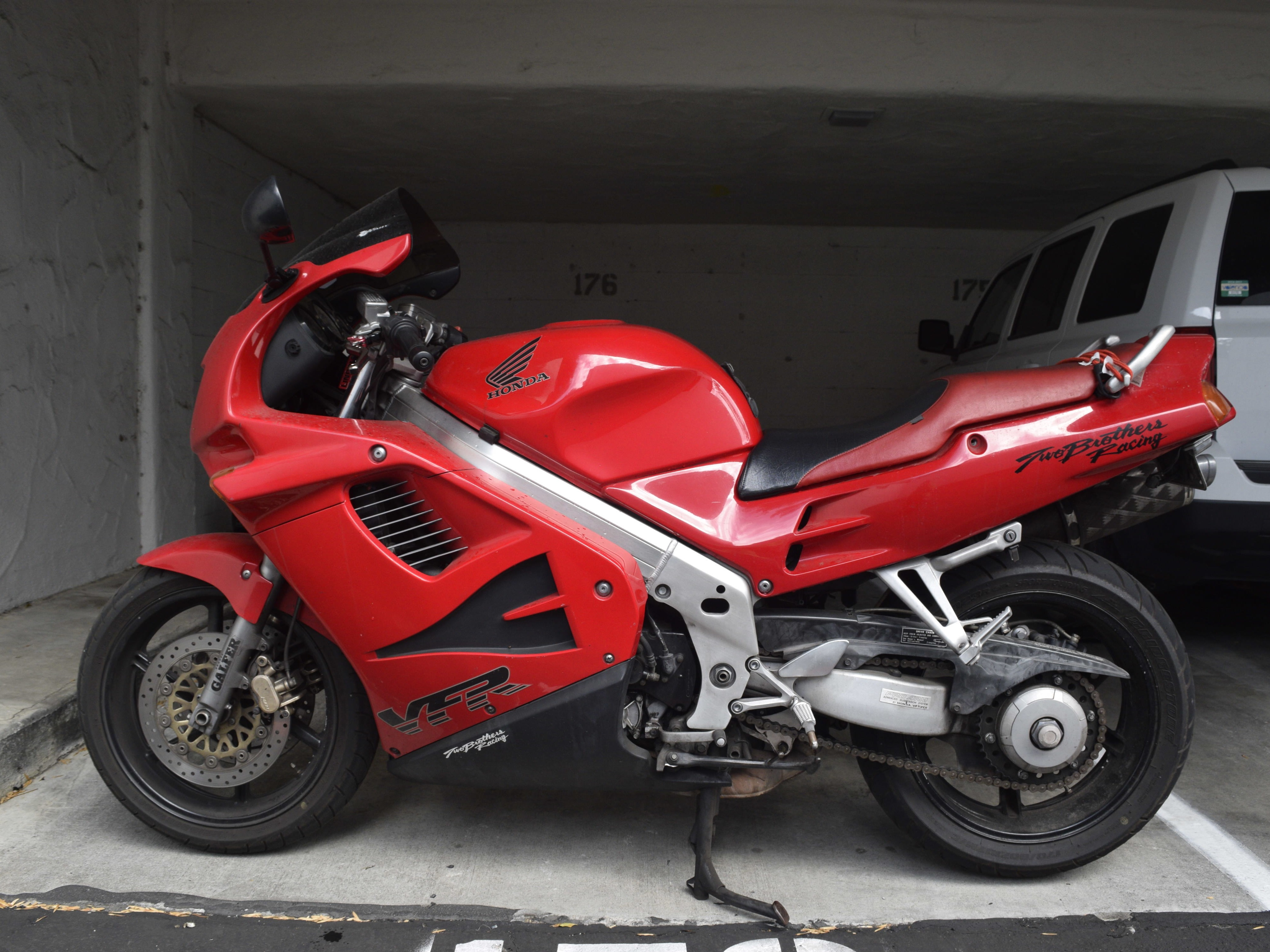 How To Replace The Front Brake Pads On A 1994 Honda Vfr