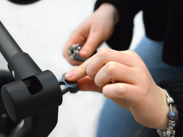 Take out the wheel lock button and the spring, and make sure not to lose the spring.