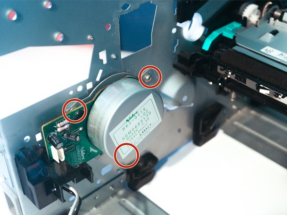 The main motor can be removed after unclipping the cable guide and removing 3 screws.