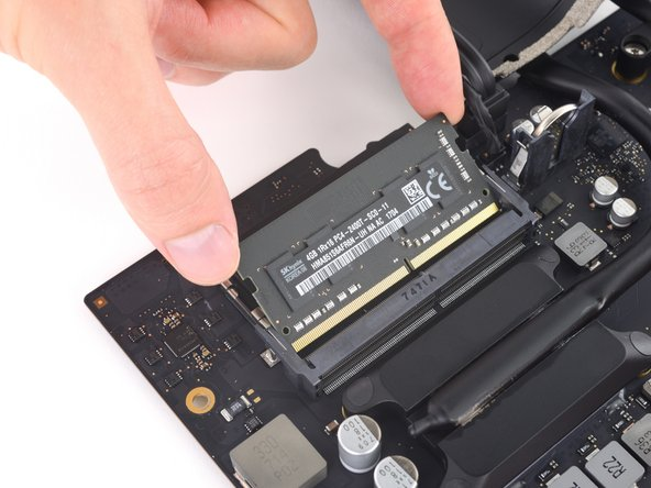 When handling the RAM module, touch only the outside edges. Take care not to touch the gold-colored contact points along the bottom edge.