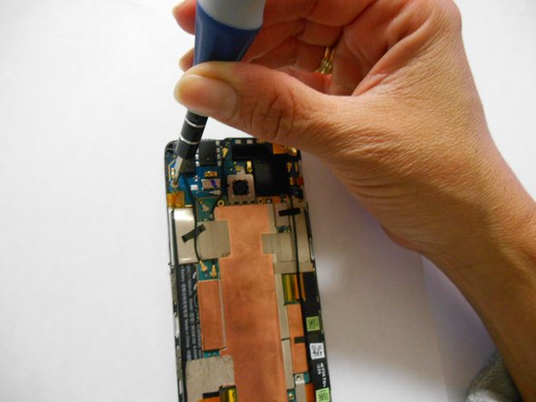 Image 3/3: Remove the screws using a Philips screwdriver.