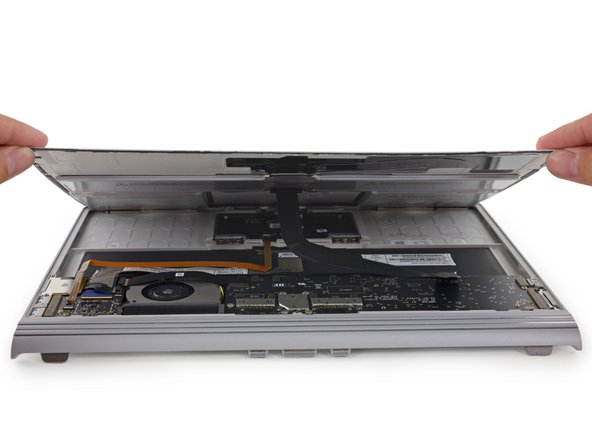 Surprise! The battery comes right off with the lower panel à la Retina MacBook.