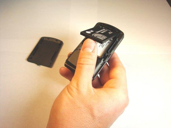 Retirez la batterie du téléphone