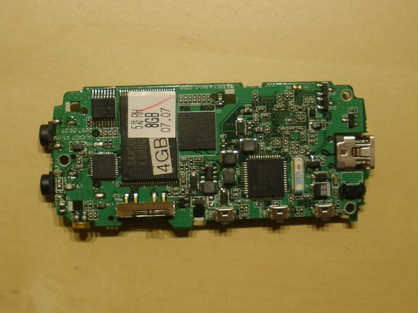 As we can see, the device contains two Samsung 4GB flash chips along with a K4M28163PH-BG75 memory controller.